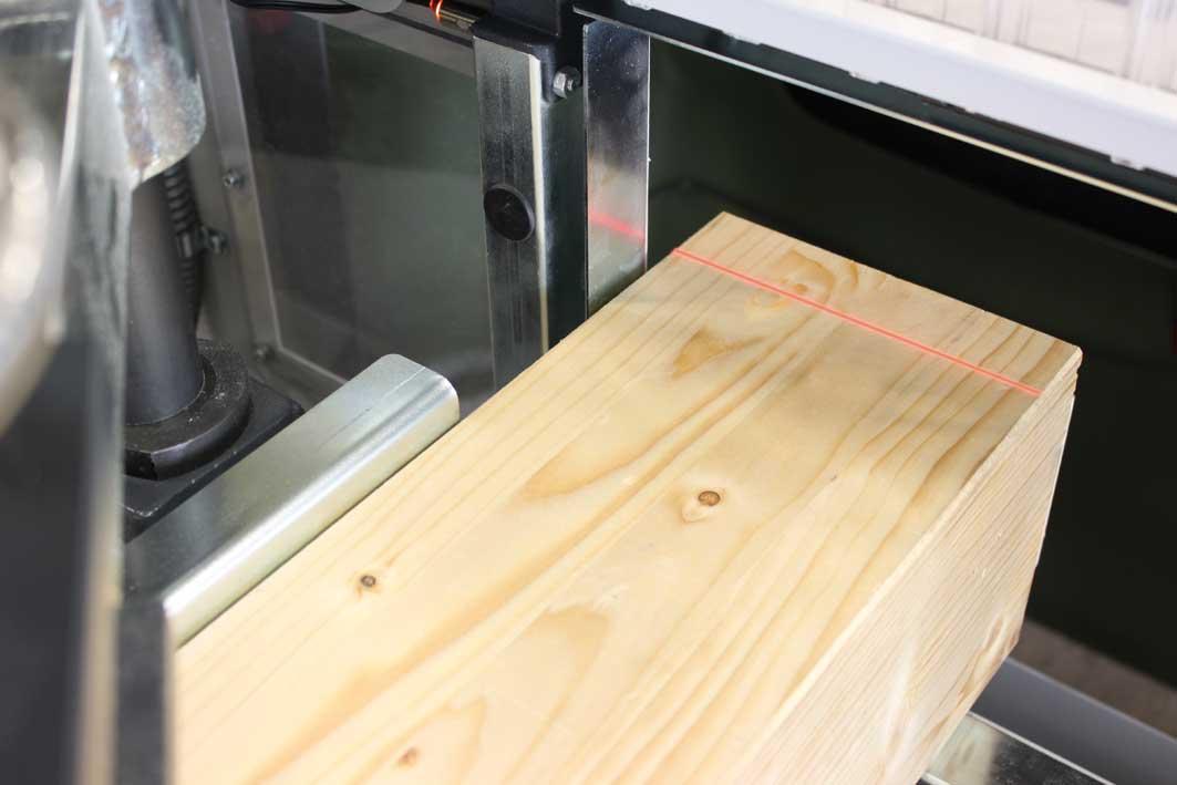 MAFELL ZAF 250 laserová technika umožňuje nastavení podle rysky